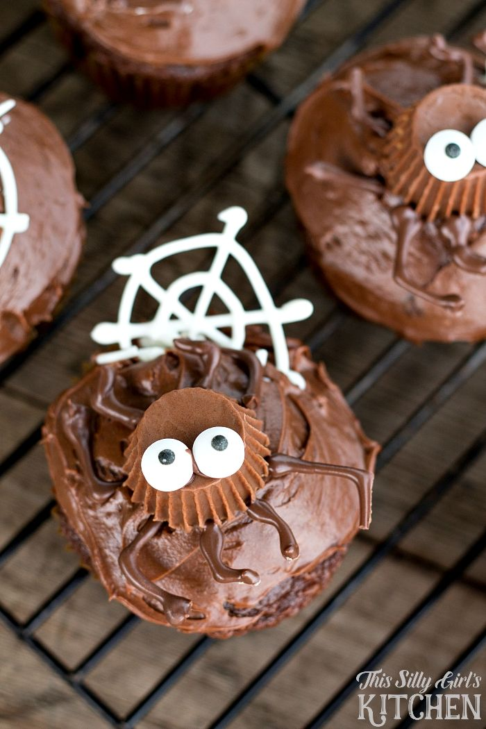 Spooky Spider Cupcakes - Page 2 of 2 Spider cupcakes - how to decorate cupcakes for halloween