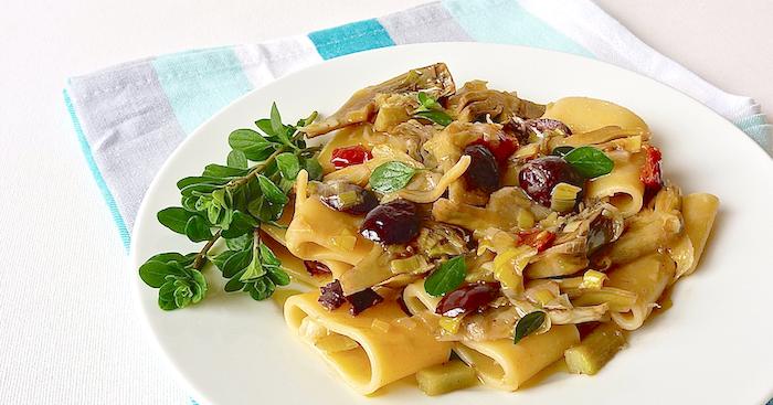 Pasta con carciofi e porro Итальянская кухня pinterest primi