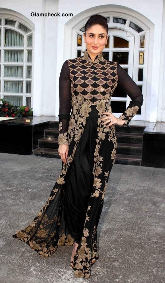 0f14aa470b4 Kareena Kapoor sizzles in Anamika Khanna Black and Gold Outfit ...
