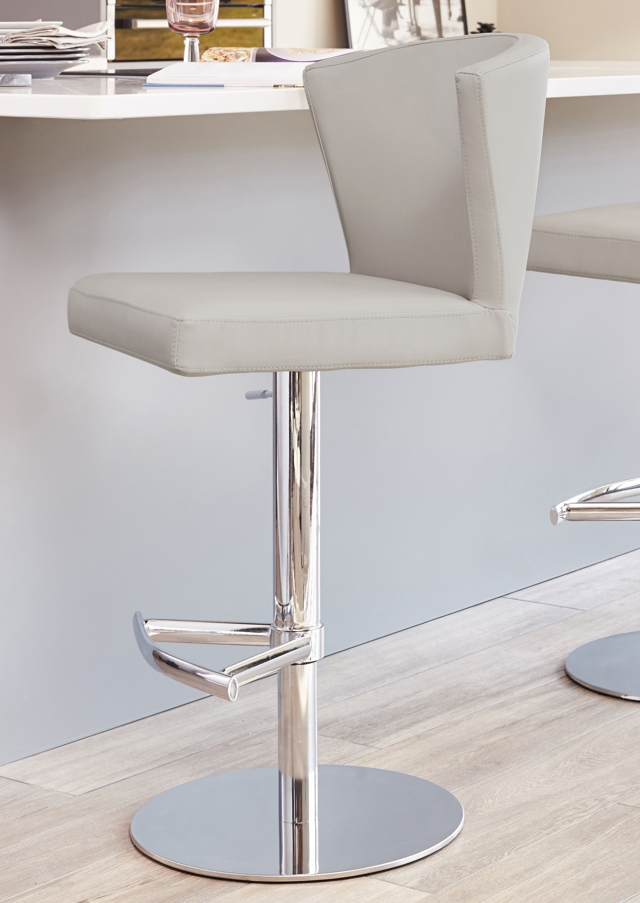Astonishing Curva Gas Lift Bar Stool Restaurants In 2019 Bars For Squirreltailoven Fun Painted Chair Ideas Images Squirreltailovenorg