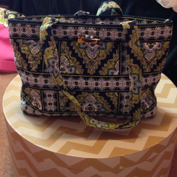 Vera Bradley handbag Cambridge. Great condition. Like a mini tote Vera Bradley Bags