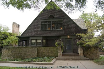 The Chicago suburb of Oak Park is home to the world's largest collection of Frank Lloyd Wright–designed buildings and houses, with 25 structures built between 1889 and 1913. In Oak Park, tour the Wright Home and Studio at 951 Chicago Avenue or the Unity Temple at 875 Lake Street. In Chicago, don't miss the Robie House at 5757 South Woodlawn Avenue in Hyde Park and The Rookery at 209 South LaSalle Street in the Loop.