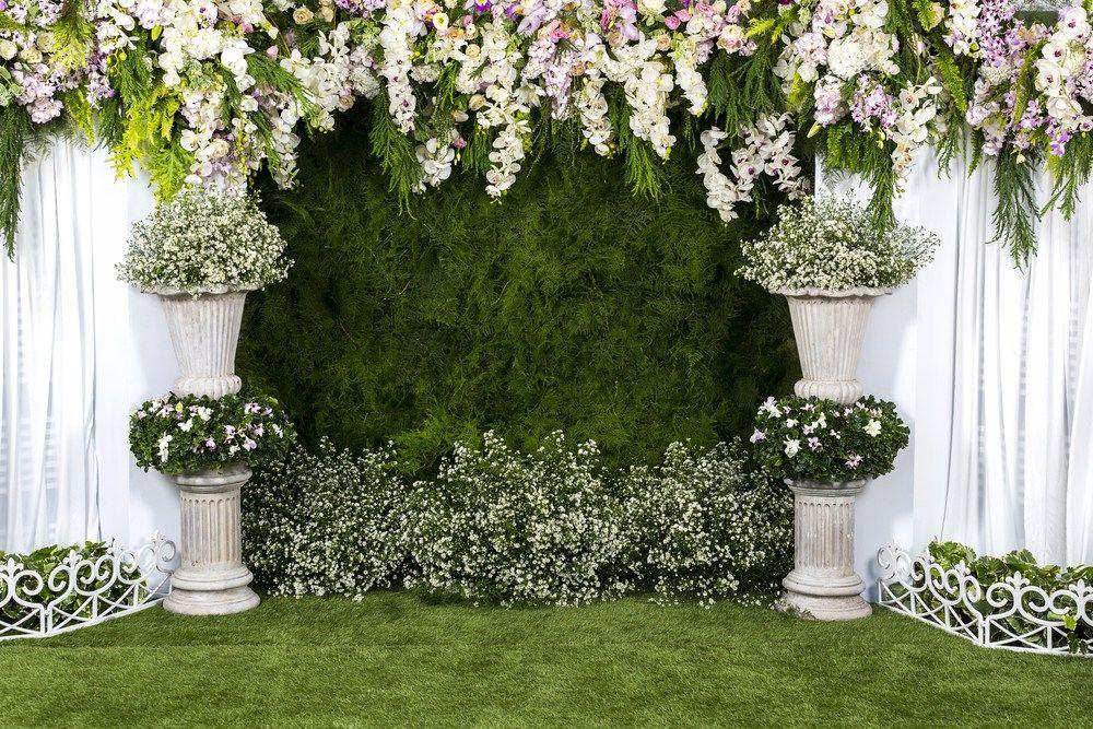 17 Inspiring And Unique Backdrops For Your Ceremony That Are Not Just Flower Arbors Latar Belakang Pernikahan Dekorasi Pernikahan Buatan Sendiri Tema Pernikahan