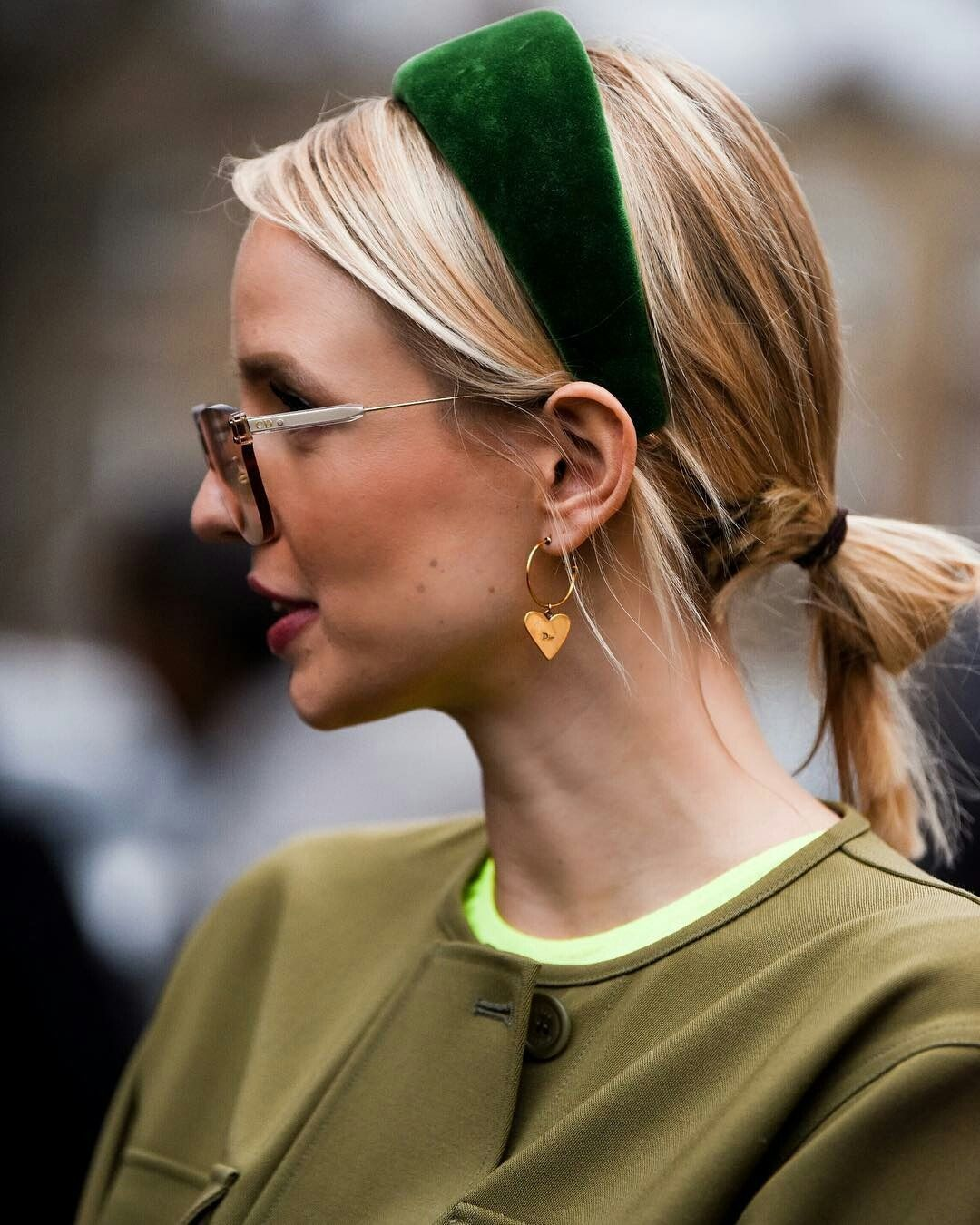 Trendy Hair Headbands At The Street Style During Fall Winter 2019 London Fashion Week Headband Hairstyles Short Hair Styles Hair Accesories