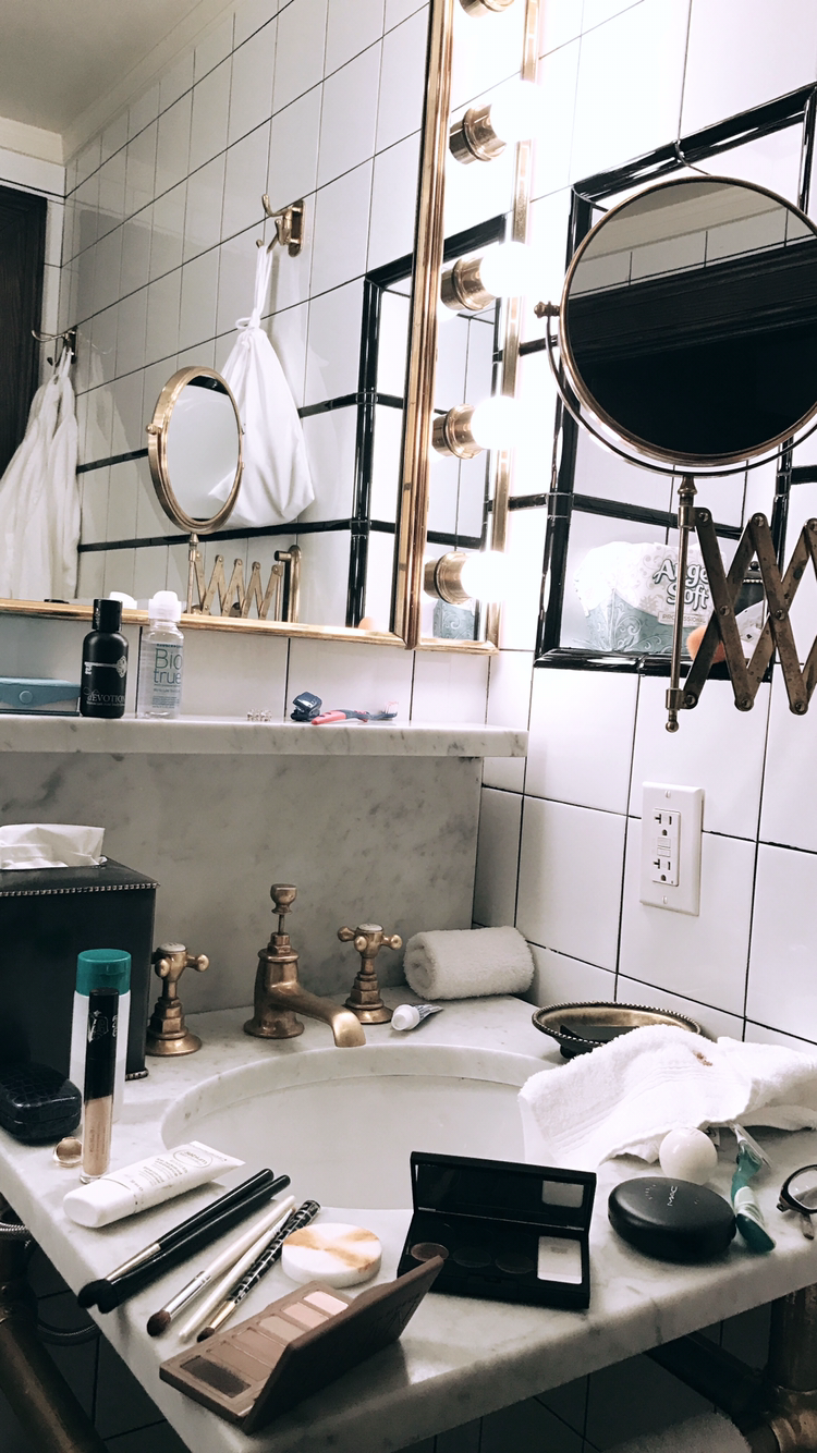 Bathroom Goals Nyc Style At The Ludlow Hotel In Les Discover Ways To Explore Nyc With Your 5 Senses Traveli Ludlow Hotel Bathroom Goals New York Travel
