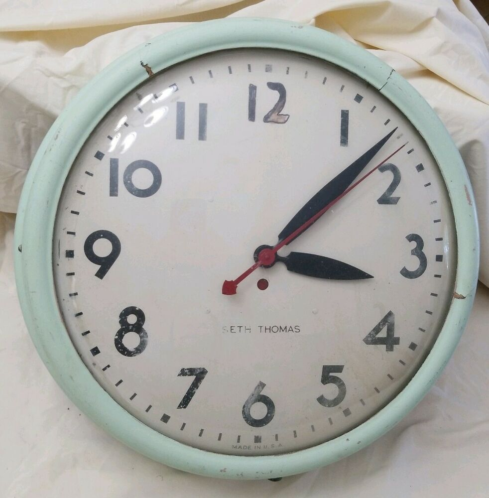 Seth Thomas I Did Plug It In And Clock Does Work Numbers Are Faded Stain Discolored Clock Needs Work 1940 S 1950 S Bubble Glass Wall Clock Glass Clock