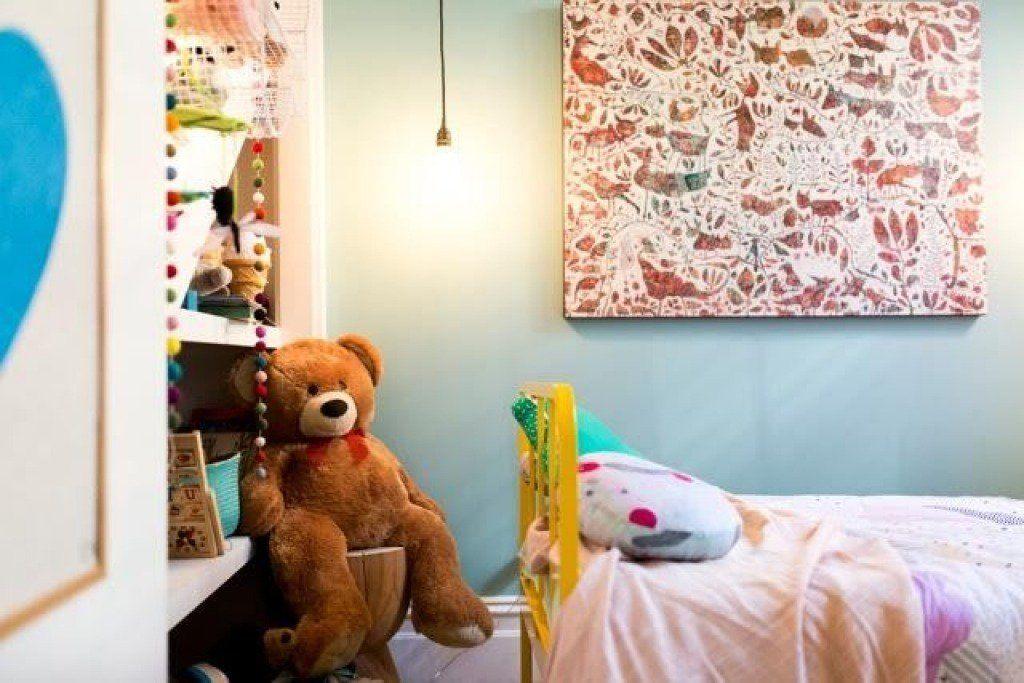 Yes, you can peek inside Offspring's Nina Proudman's