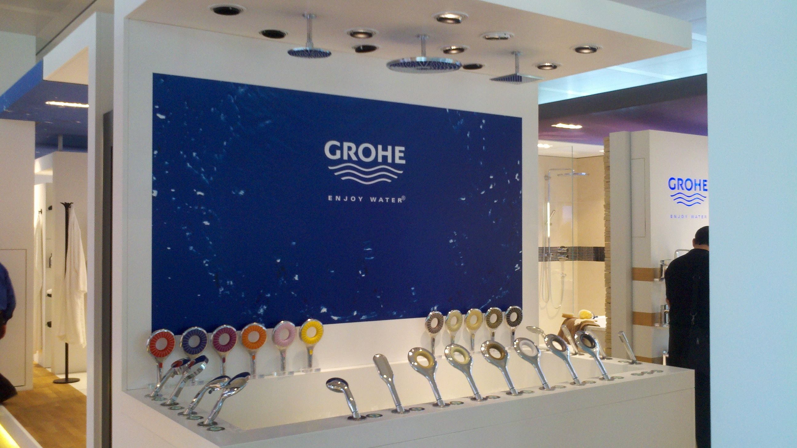 Grohe Hand Shower display with working shower heads | Grohe Faucets ...