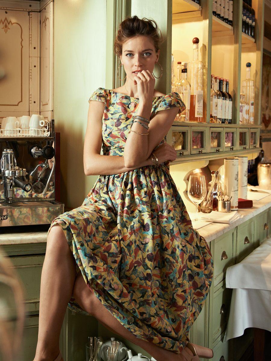 Tailliertes, knöchellanges Kleid mit Doppelrock und