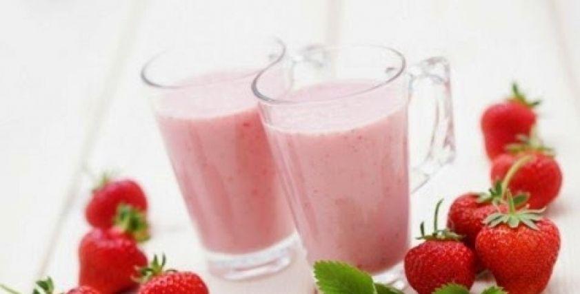طريقة عمل كوكتيل الفواكه بالقشطة هن Honna الأخبار المتعلقة استغني عن المياه الغ Clean Eating Breakfast Clean Eating Smoothies Smoothie Recipes Strawberry