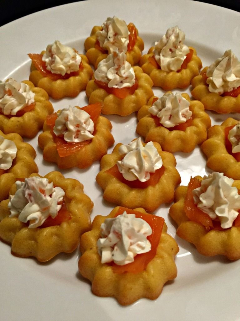 Mini Saint Honore Saumon Petits Bidules Au Saumon En 2019 Envie D Apero Cake