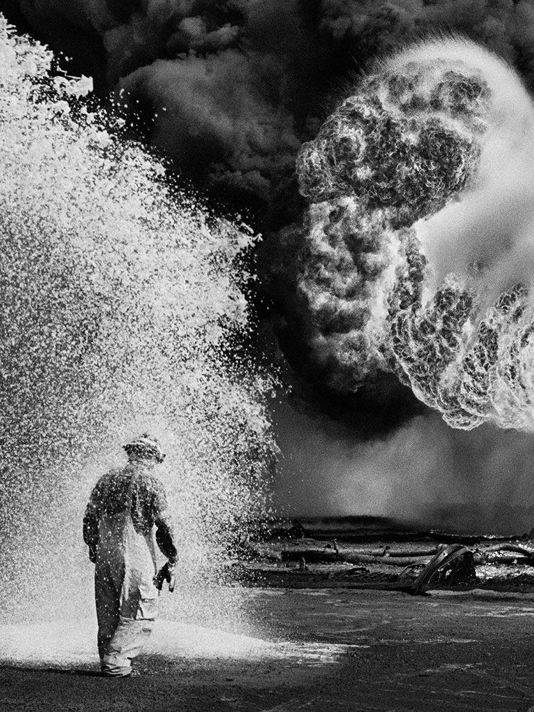 Sebastiao Salgado Greater Burhan Oil Field Kuwait 1991chemical Spray Protects Firefigh In 2020 Street Photography Portrait Sebastiao Salgado Minimalist Photography