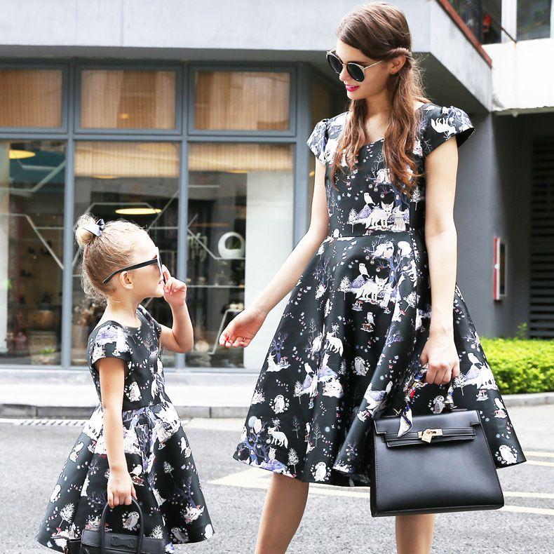 358ba610448d1 Ucuz Avrupa tarzı yaz anne kızı elbise rahat baskı v boyun ince eşleşen  anne ve kızı