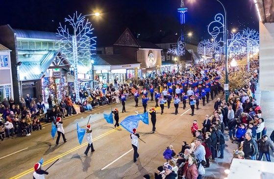 40th annual fantasy of lights christmas parade event on 2016 12 02 in gatlinburg - When Is The Christmas Parade