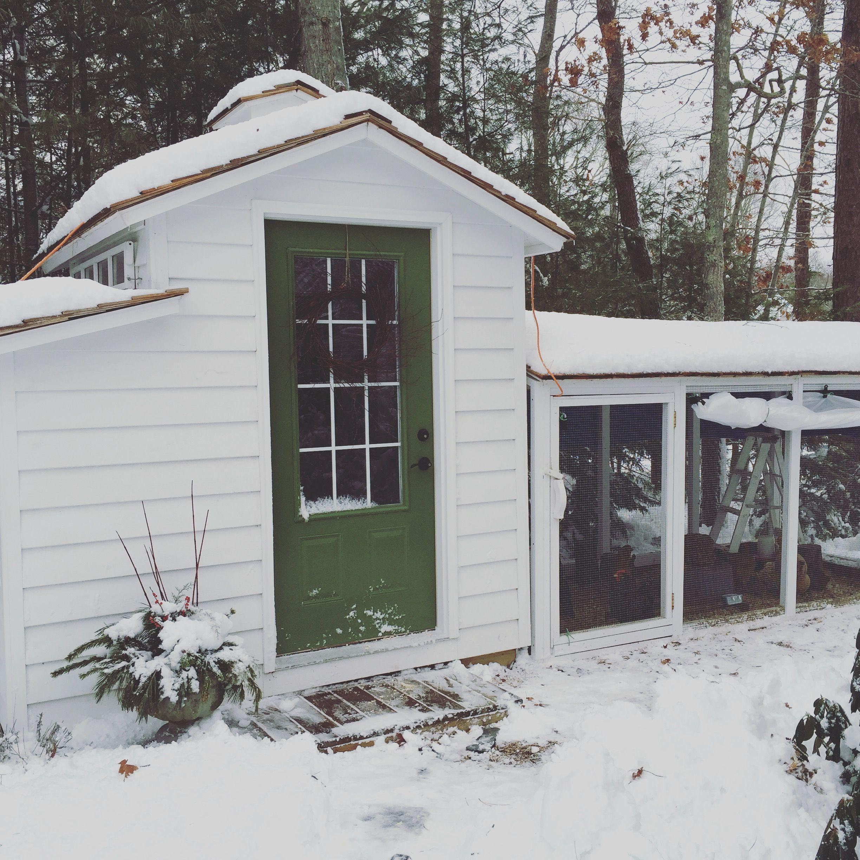 Diy Adjustable Chicken Run Tarp Tilly S Nest Diy Chicken Coop Building A Chicken Coop Portable Chicken Coop