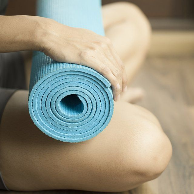 Do You Clean Your Yoga Mat the Right Way?