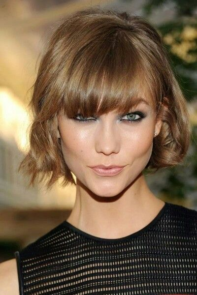 Melena corta ondulada con flequillo a un lado hairstyle - Corte de melena corta ...