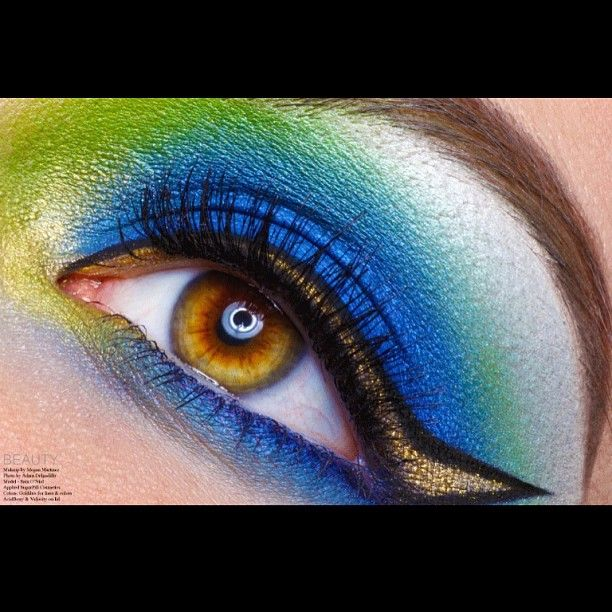 Incredible! ChaosMakeupArtist created this eye popping bright eye using Sugarpill Acidberry, Velocity and Goldilux (as liner!) Loooove the outlined eyeliner look and gorgeous color placement.