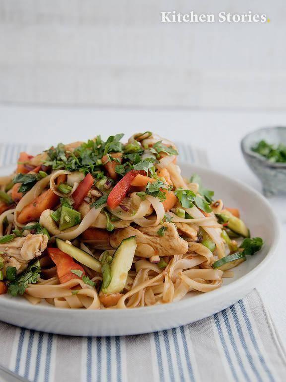 Asiatischer Reisnudelsalat mit Hähnchen   Rezept mit Video   Kitchen Stories #i…