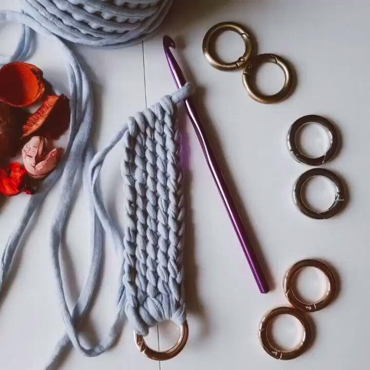 """ᴍᴇʀɪ's ʜᴍ on Instagram: """"Tuto😍 .. . . . . . . . . . . . . . . . . . . .#algerienne🇩🇿#crafts_by_meri #makersgonnamake #crochetdesign #crochetsofinstagram…"""""""