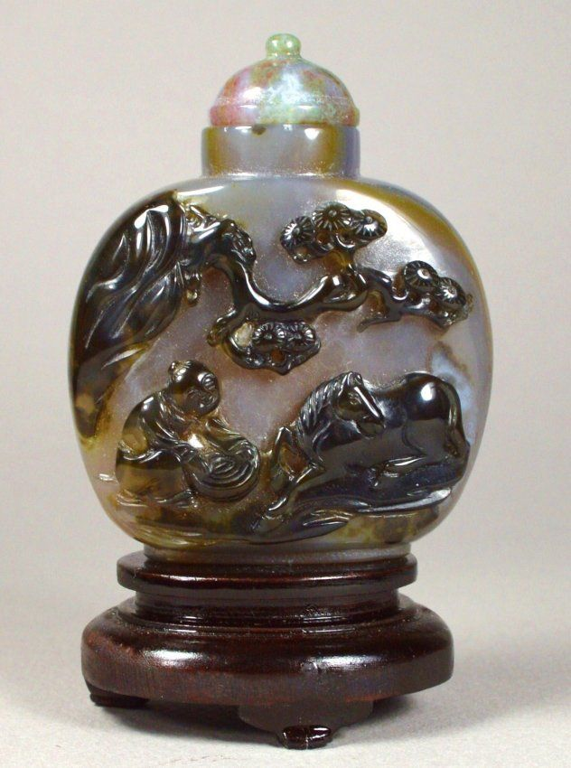 Cameo Agate Snuff Bottle