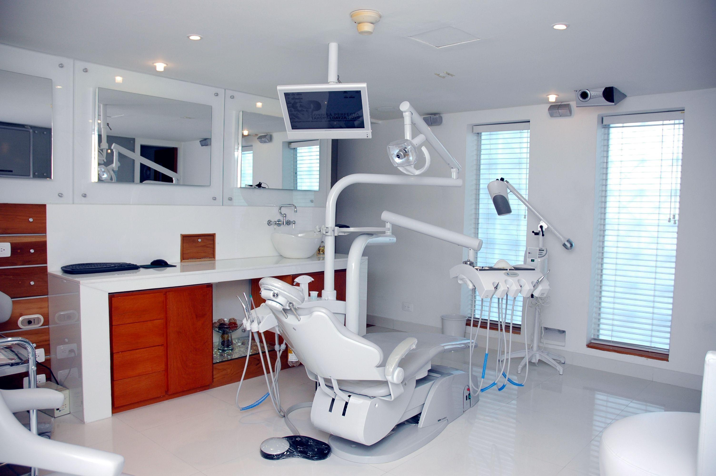 Consultorio Con Persianas Dental Office