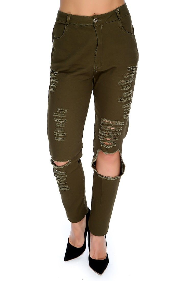 These stylish jeans are the perfect finishing touch to a cute outfit! Featuring; denim, distressed, high waist. 100% Cotton