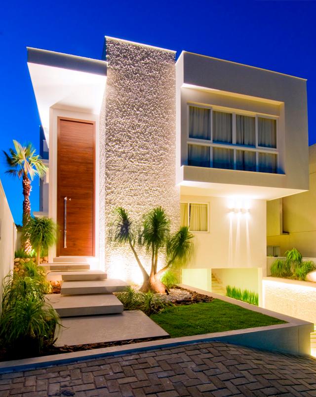 15 fachadas de casas com portas de entrada pain is altas for Modelos de casas grandes
