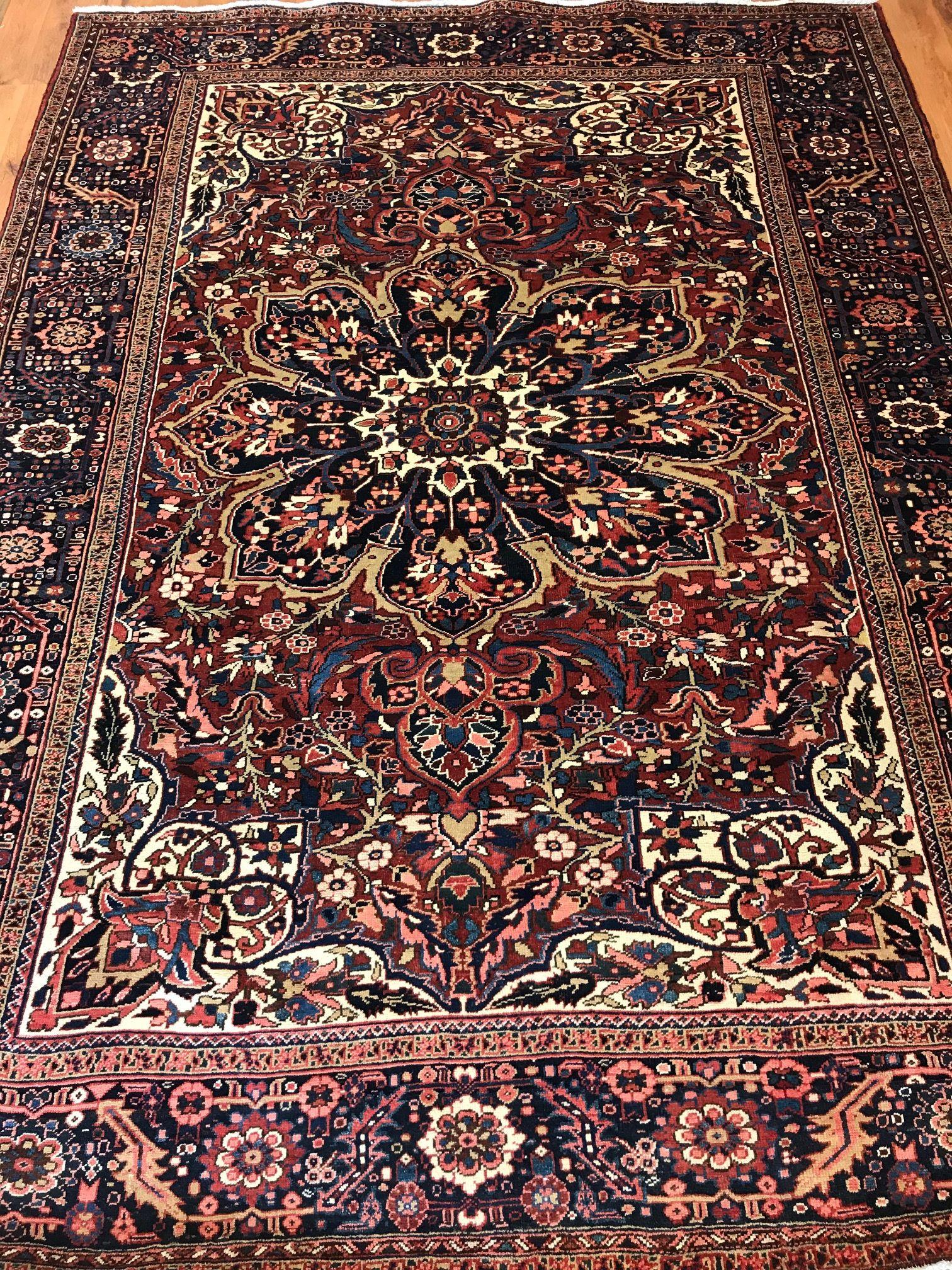 Persian Heriz Area Rug Made Of Wool