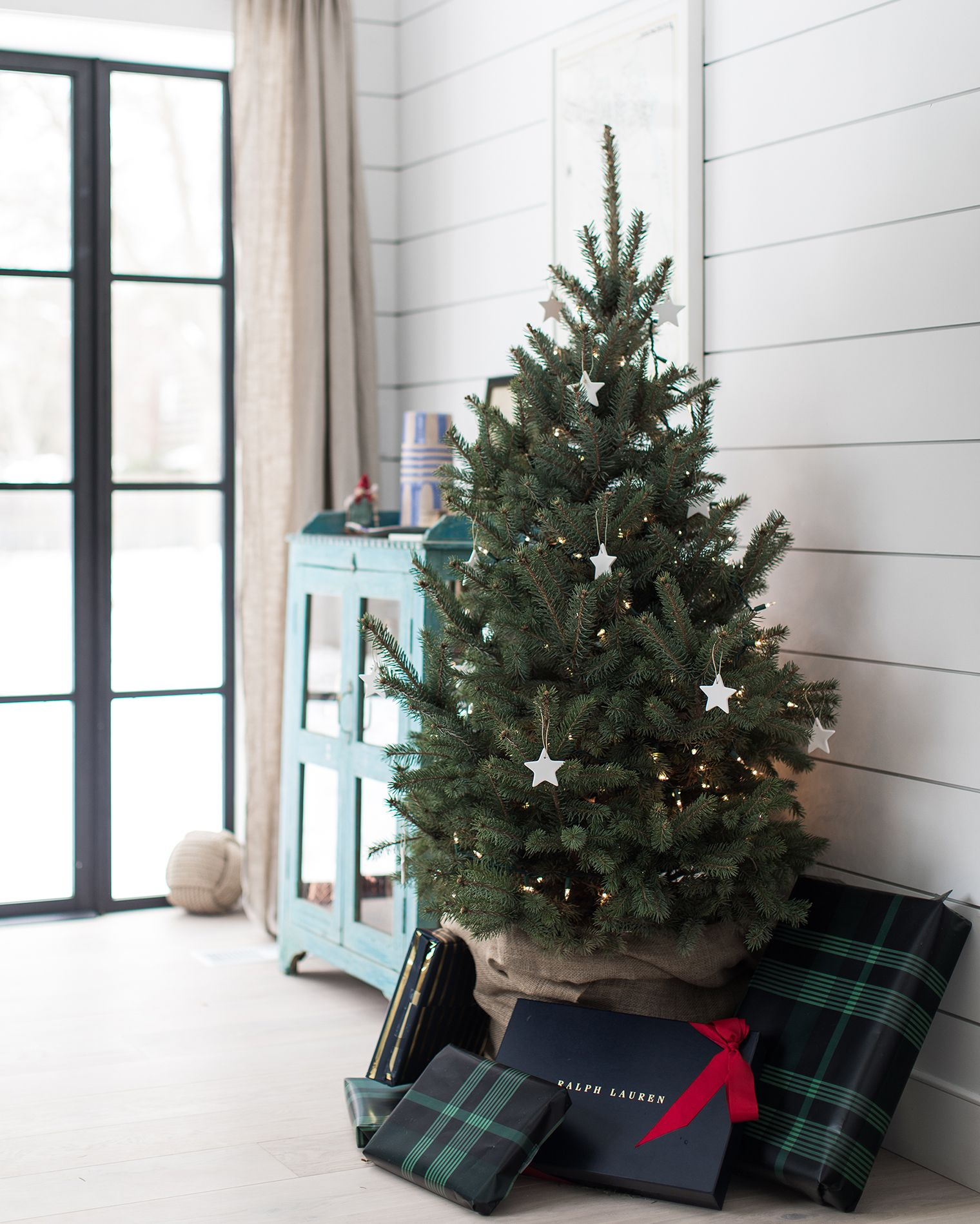 feeling festive our beach house christmas decor holidays rh pinterest com