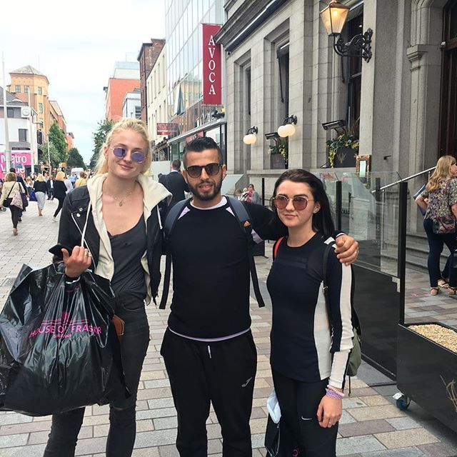 A few more cast members were seen in Belfast, two of them out on the town shopping. Maisie Williams and Sophie Turner posed with a fan