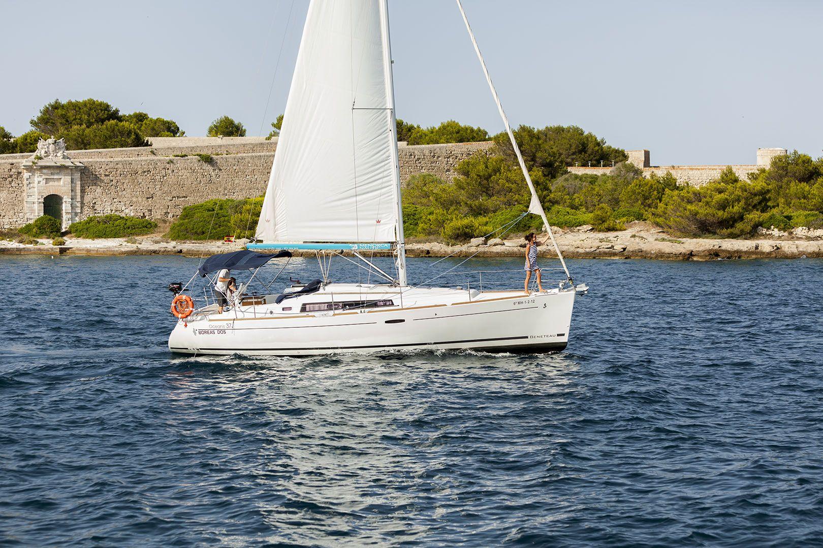 Navegando En El Puerto De Mah N Menorca Mediterraneo  # Muebles Menorca Mahon