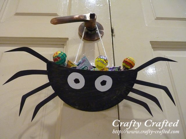 paper plate spider fill with candy for a goodie treat bag to take home paper craft for kidscrafts - Halloween Spider Craft Ideas