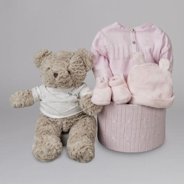 Soft Esencial Liso Punto. Cuando deseamos tener un detalle la línea Soft Esencial, presentada en una bonita caja de punto, se convierte en el regalo perfecto para el bebé. #canastillas #regalos #babygifts #bebés