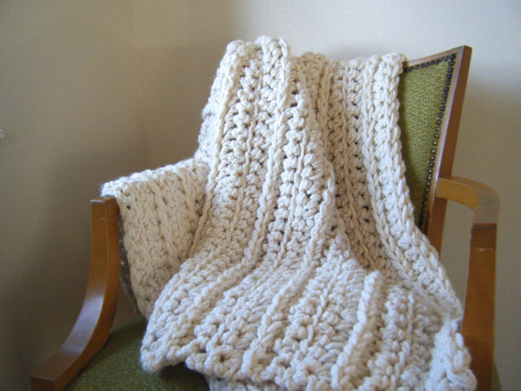 Diy Crochet Pattern Super Chunky Throw Ivory Cream Etsy Diy Crochet Patterns Chunky Crochet Blanket Diy Crochet