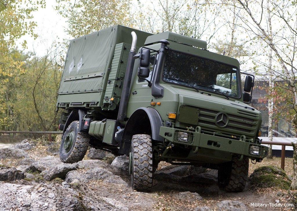 UNIMOG, Đức. Xe được tập đoàn Mercedes-Benz chế tạo vào năm 1946, đưa vào sử dụng từ năm 1948. Xe có thể chở theo từ 1,2-7,5 tấn hàng hóa, tốc độ tối đa 90 km/h. UNIMOG đang được sử dụng trong quân đội hơn 30 quốc gia trên thế giới.