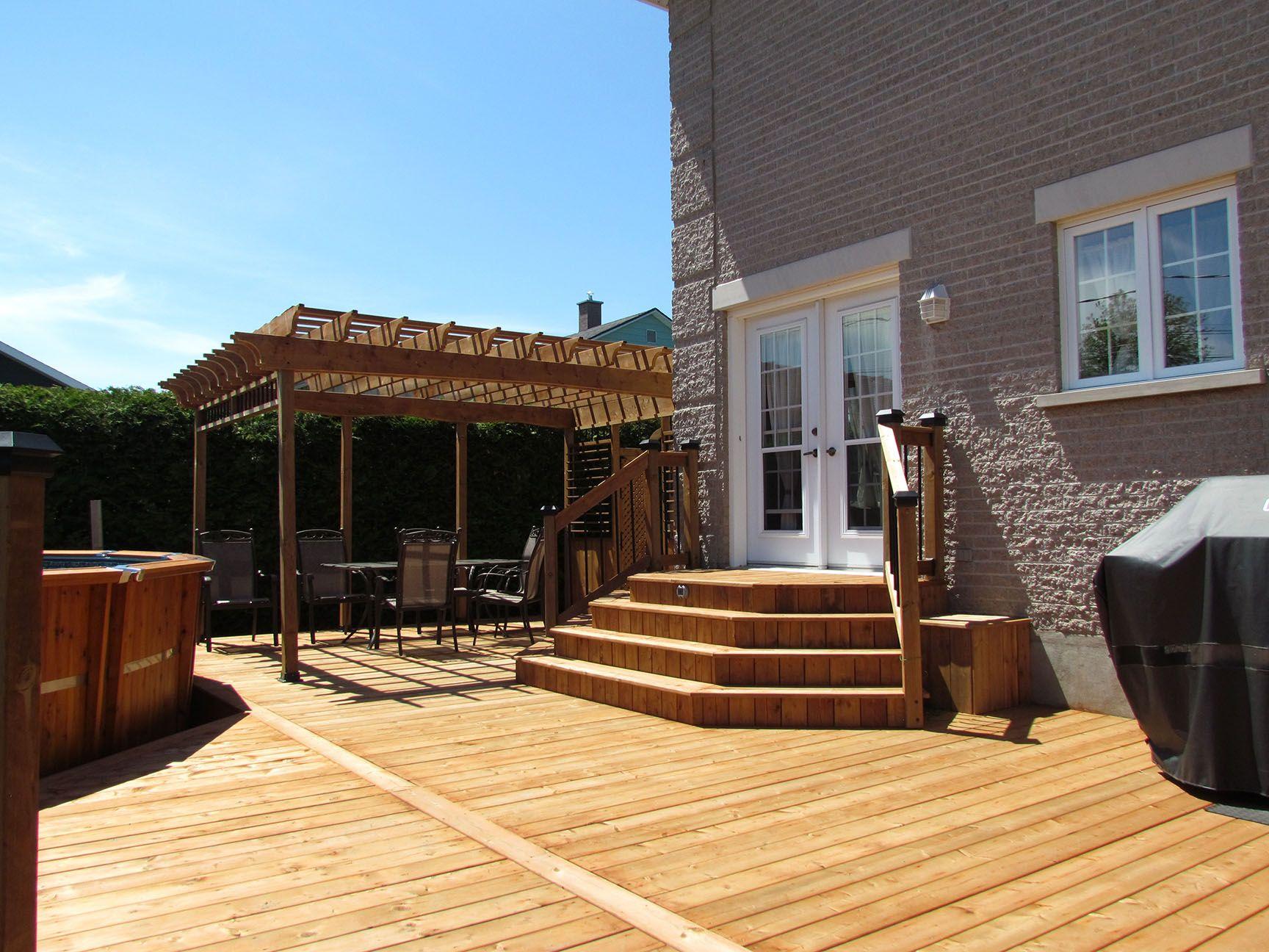 Le bois traité brun pour un patio d\'aspect naturel | Outdoor ideas