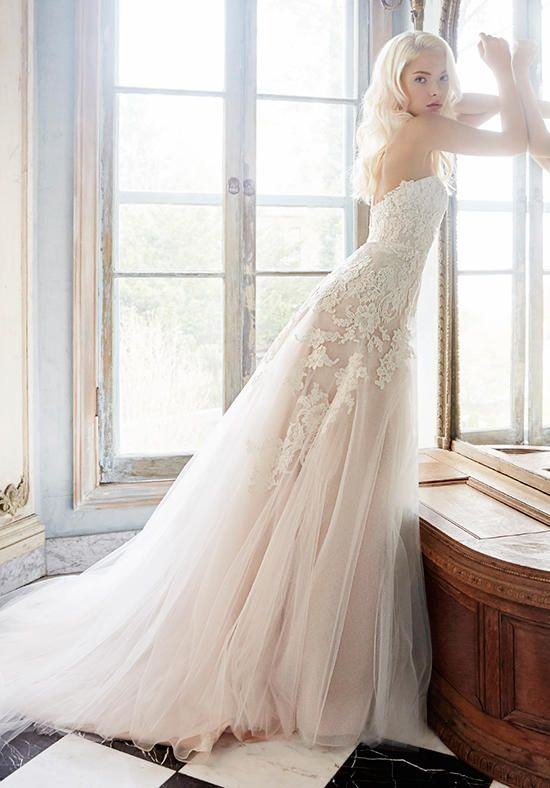 Strapless tulle A-line wedding dress with sweetheart neckline I Alvina Valenta I http://knot.ly/6493BZOCL