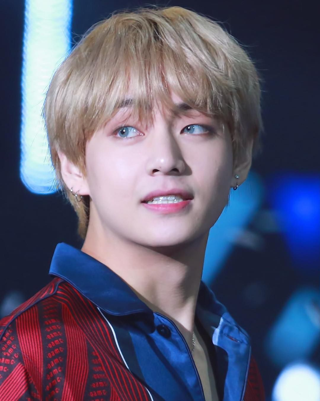 Most Handsome K Pop Male Idols Bts V Kim Tae Hyung Kpop K Pop Music K Pop Boy Groups Best K Pop Boy Bands Top Kim Taehyung Taehyung Silver Hair
