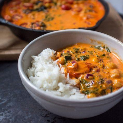 Dieses Curry ist das perfekte Comfort Food! Die geröstete Paprika sorgt für eine cremige, sättigende und aromatische Soße. Pfanne auskratzen garantiert! #comfortfoods