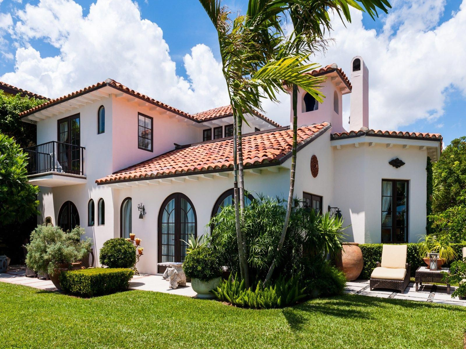 Spanish Style Homes For Sale Los Angeles Spanishstylehomes Mediterranean Homes Spanish Style Homes Mediterranean Homes Exterior