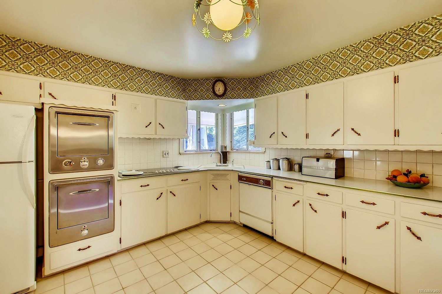 One Of Several Lovely Midcentury Retroranch Homes That Hit The Market Last Week Click To See More Ranch Homes For Sale Home Sale House
