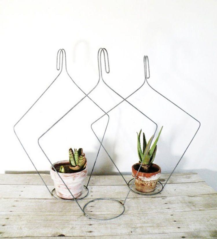 halterungen f r kleine zimmerpflanzen aus drahtkleiderb gel selber machen diy. Black Bedroom Furniture Sets. Home Design Ideas