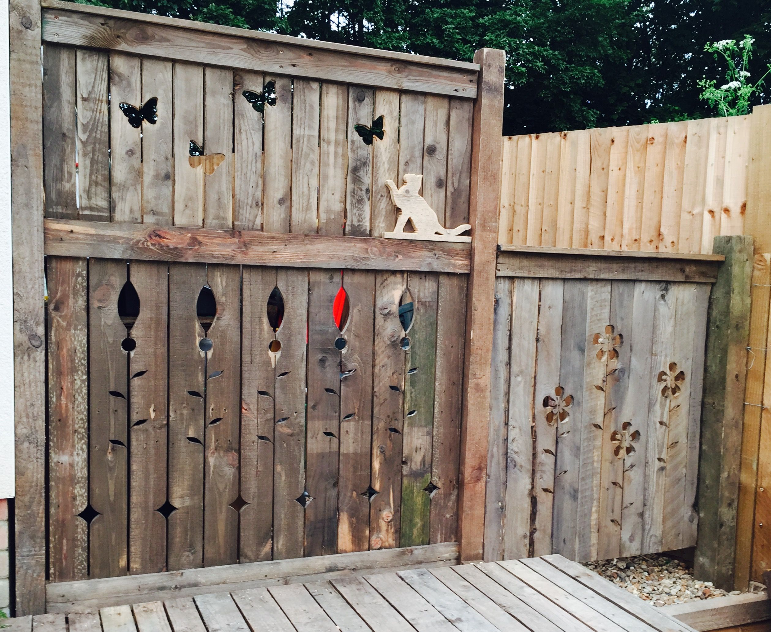 Art fence made from recycled timber and pallets privacy for Wood screen fence