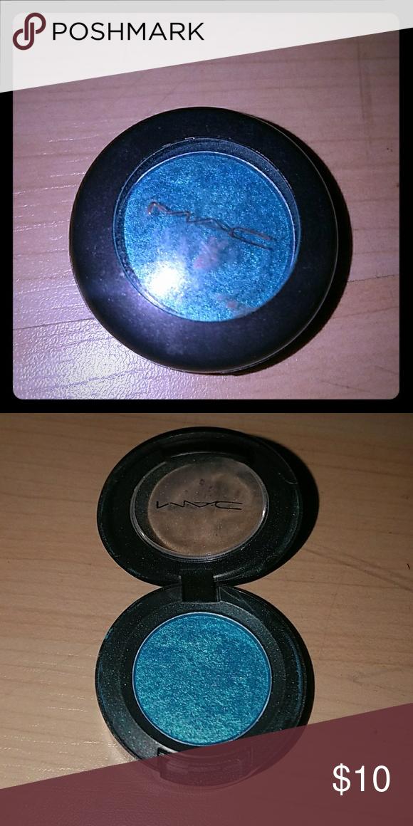 UPC 773602001811 - MAC Eyeshadow Swish (F) One Size
