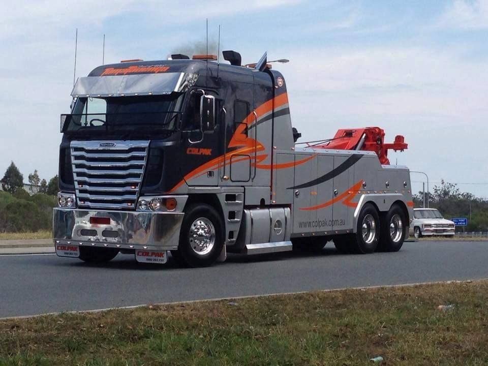 Sharp Looking Freightliner Argosy With Metro Int 60 On The Back From The Aussie Side Big Trucks Tow Truck Heavy Truck