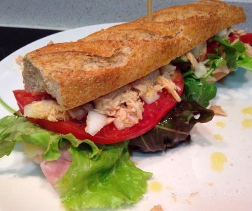 Domingo de #bocadillo #sandwich semi #vegetal con #jamón de pavo...
