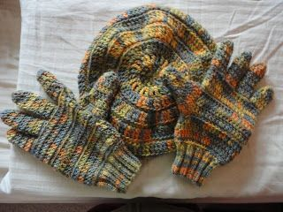 Teia de Carinhos: Conjunto de boina e luvas em crochê
