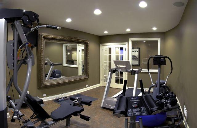 Kleiner Fitnessraum Keller Wandspiegel Optisch Vergroesserung