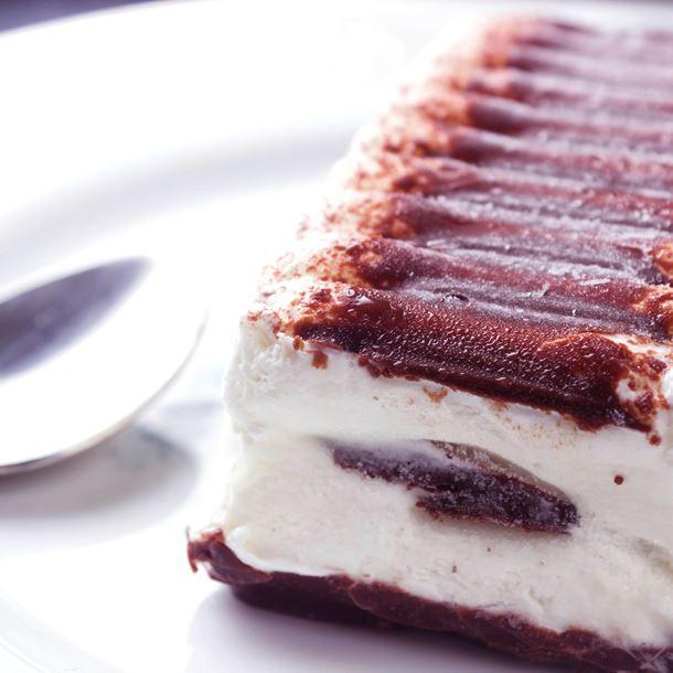 Bûche glacée à la vanille et croquant au chocolat